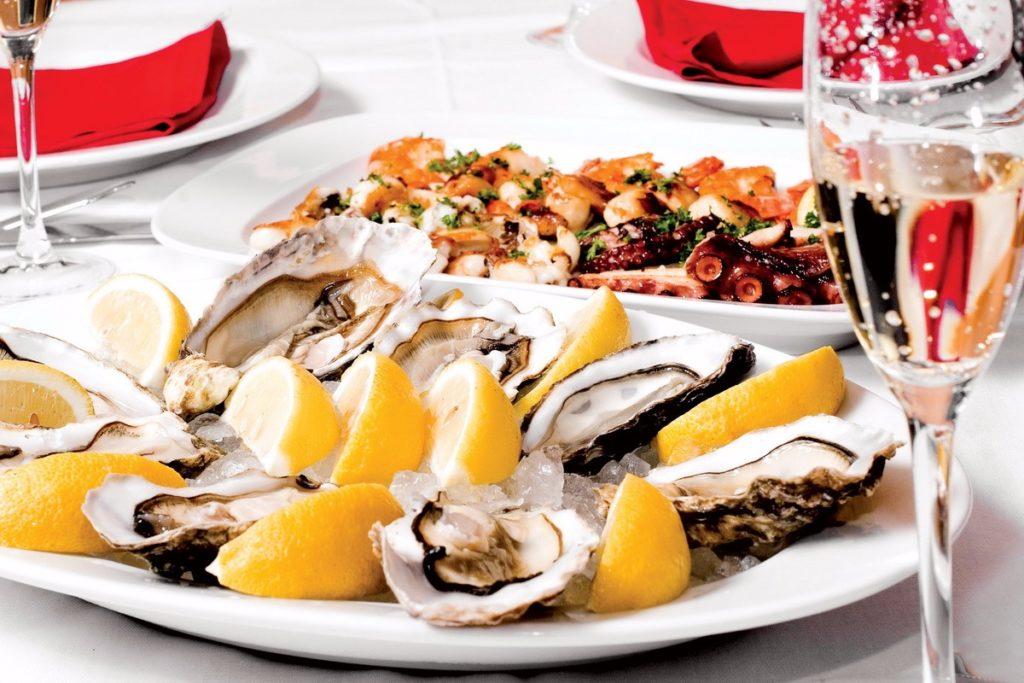 Устрицы блюдо французской кухни