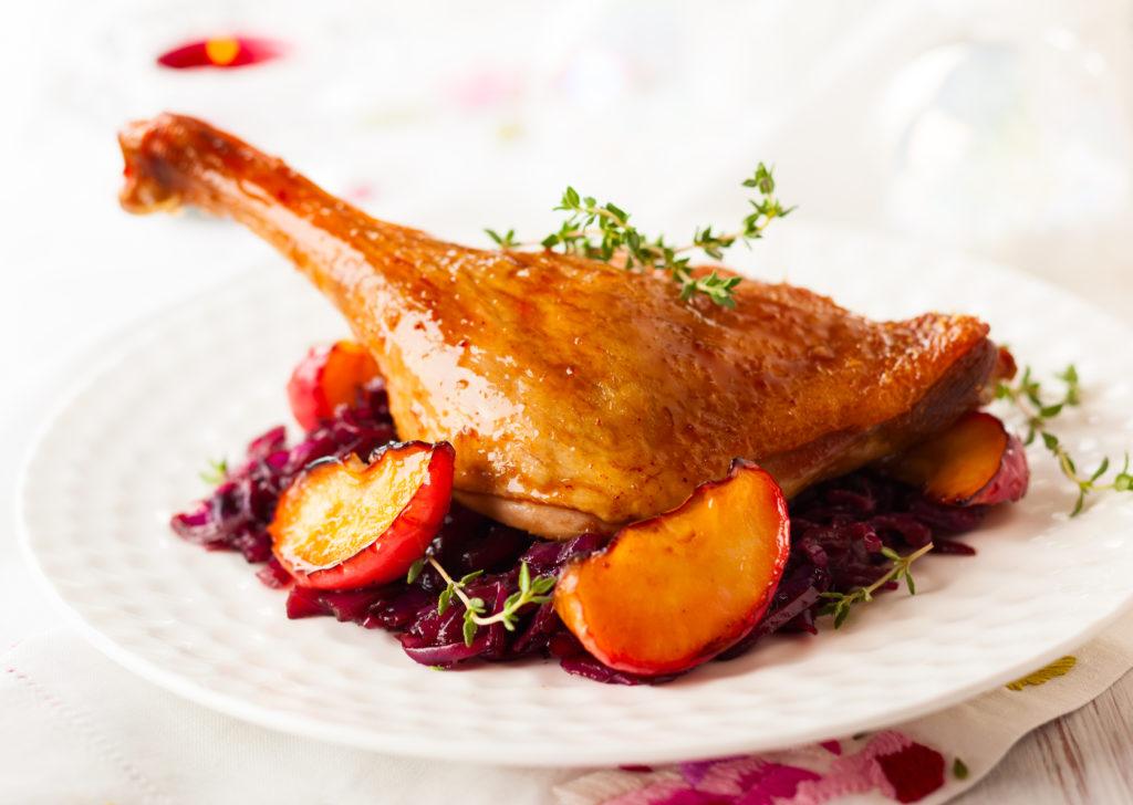 блюдо французской кухни Утка-конфи