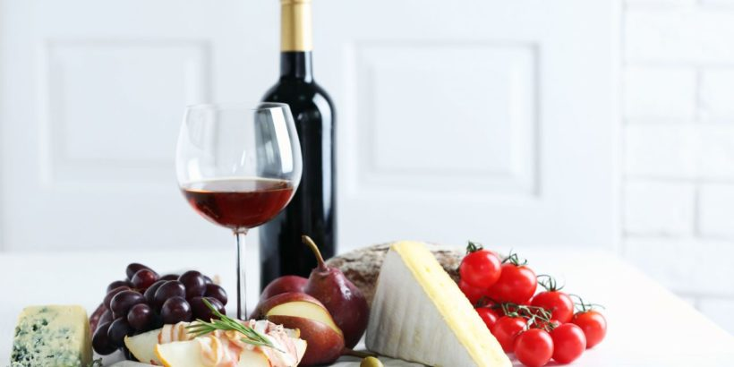 блюдо французской кухни. Вино