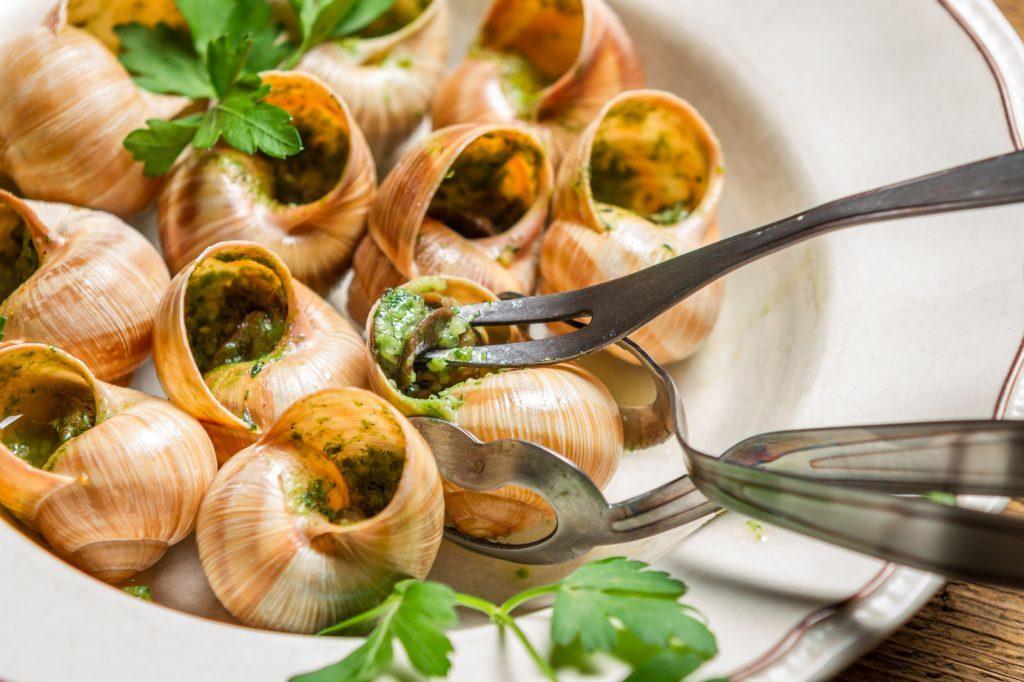 блюдо французской кухни Улитки
