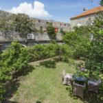 Будва. Сдается в аренду Дом с зеленым садом в 50 м от моря с включенным питанием