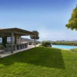 Великолепная вилла с бассейном и панорамным видом с включенным питанием