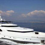 Чартер Moonen 34m + экипаж, услуги VIP-класса, питание